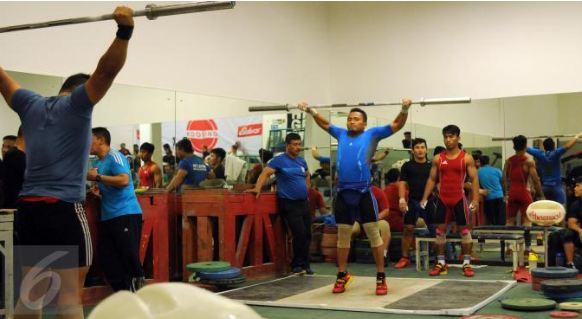 Atlit Angkat Besi Indonesia Persiapan Untuk Olimpiade Rio di GBK