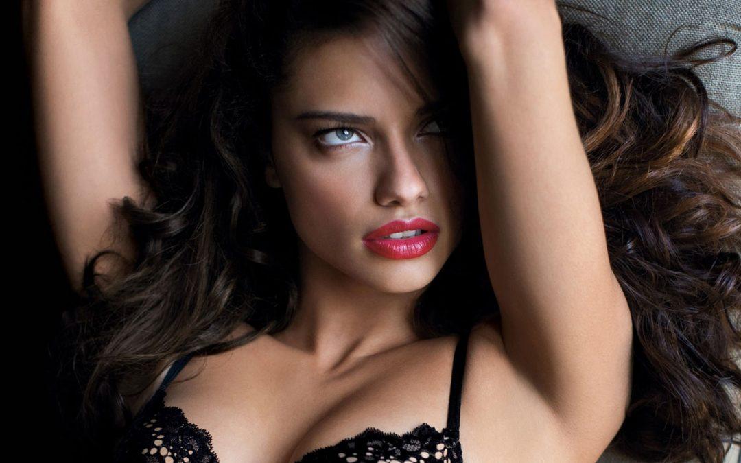 Adriana Lima Yang Hot Dan Eksotis