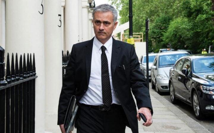 Mourinho Tidak Bahagia Tinggal Di Manchester